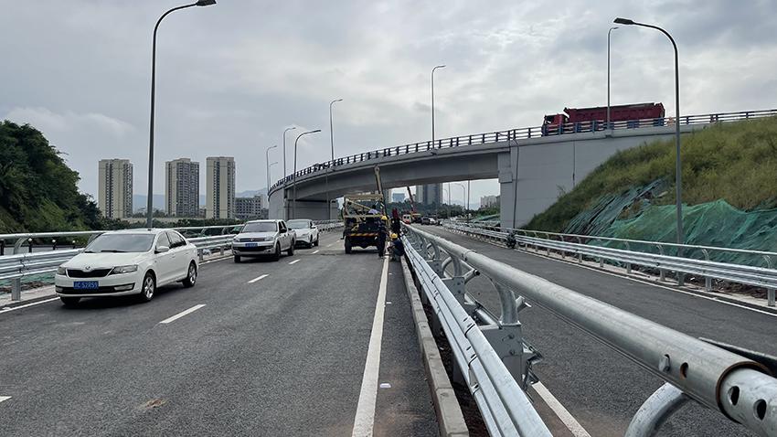 重庆南环立交 安装现场
